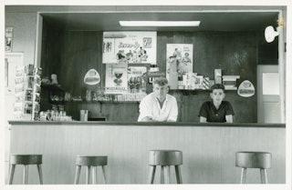 Bar Rodanburch te Aardenburg omstreeks 1965. Zeeuws Archief, Fotoarchief J. Torbijn.