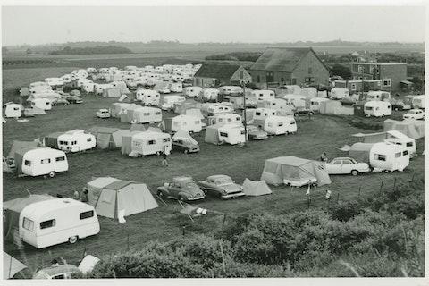 Camping Hoogduin te Cadzand omstreeks 1965. Zeeuws Archief, Fotoarchief J. Torbijn.