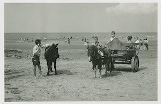 Strand bij Cadzand omstreeks 1960. Zeeuws Archief, Fotoarchief J. Torbijn.