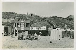 Zuiderstrand bij Zoutelande omstreeks 1960. Zeeuws Archief, Fotoarchief J. Torbijn.