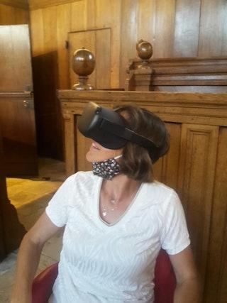 Met de Virtual Reality bril maak je een wandeling door Veere in 1813.
