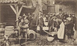 Belgische vluchtelingen koken hun eigen maaltijd in Middelburg. Zelandia Illustrata III 403