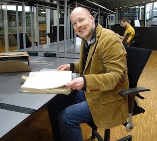 Archivaris Sander den Haan in de studiezaal van het Zeeuws Archief.