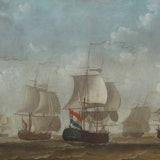 Acht schepen van een type zeilen bijna naast elkaar.