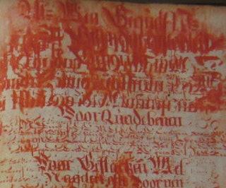 Medicijnboek geschreven door mr Johannes Andreisen Kelleneer in Utrecht, 1644. Het boek bevat medische voorschriften en persoonlijke aantekeningen. Het object heeft ernstige vochtschade, waardoor de rode inkt is uitgelopen. Collectie ZB, KZGW Handschrift 6368.